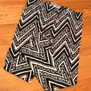 Tribal print calf length leggings